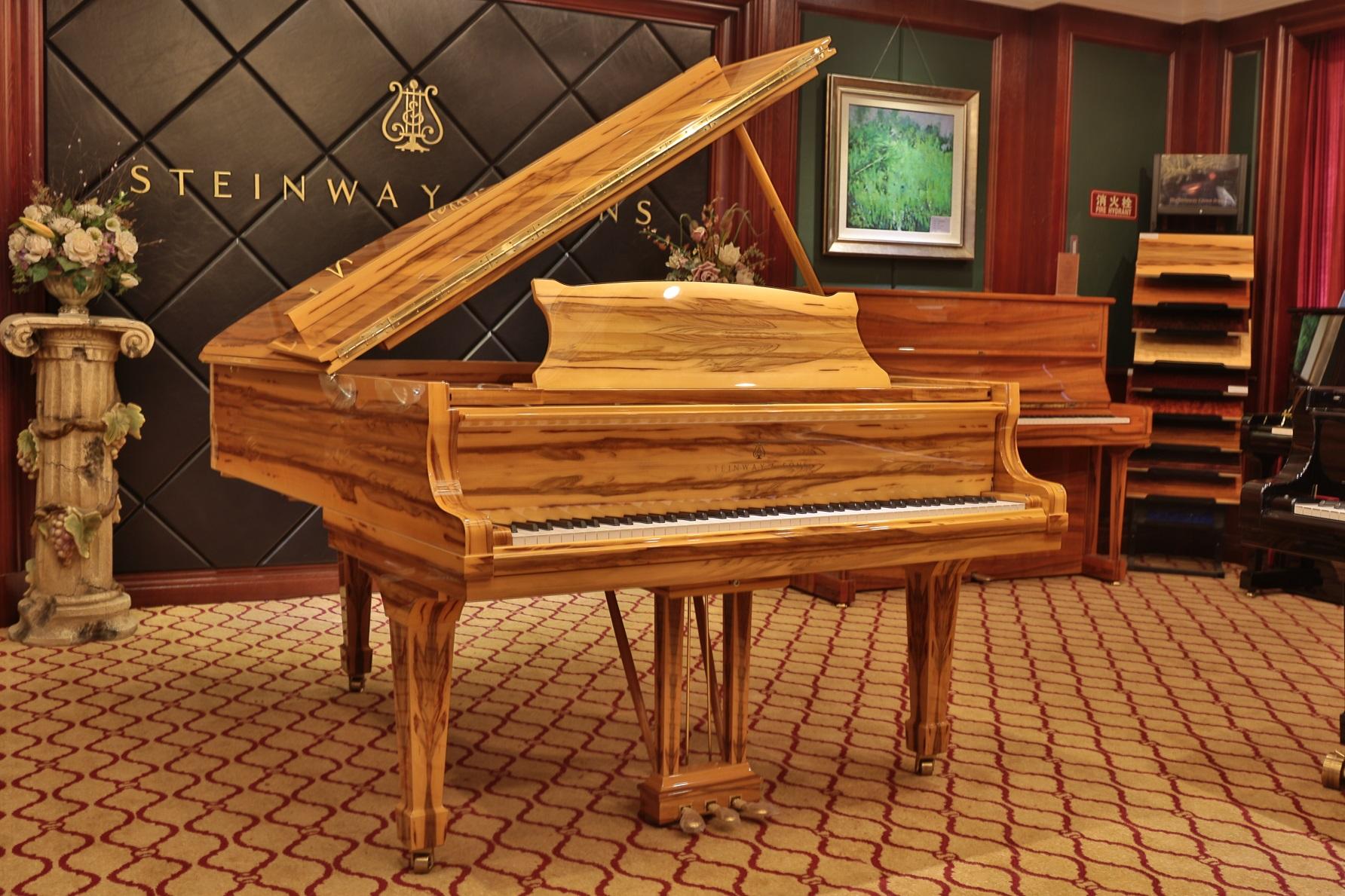 世界上最贵的钢琴是以著名当代艺术大师石齐创作的图片